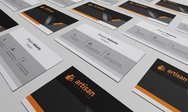 موکاپ کارت ویزیت در دست به صورت لایه باز قابل ویرایش در فتوشاپ
