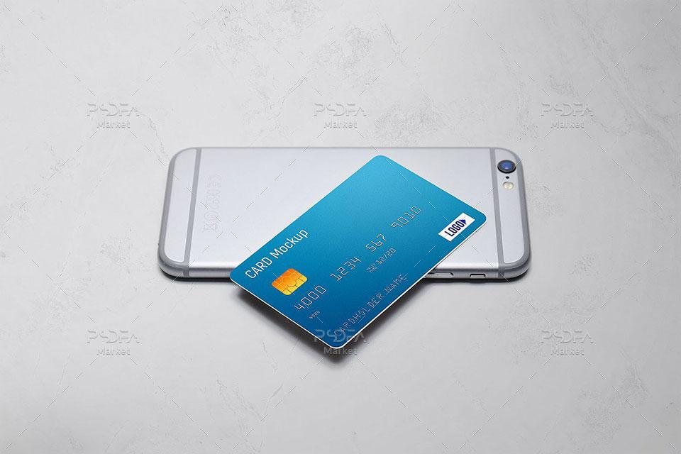 موکاپ کارت عابر بانک روی کیف پول
