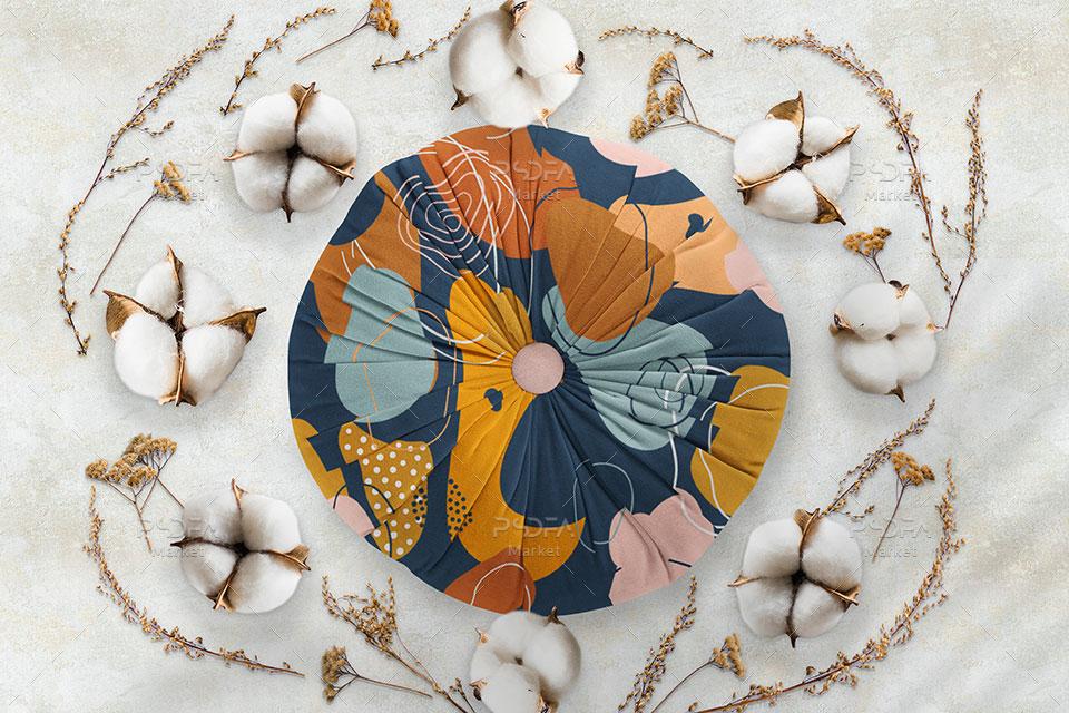 موکاپ بالش و کوسن با گل و بوته تزئین شده